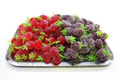 Doces gomosos do Natal do fruto em uma bandeja fotos de stock royalty free