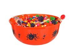Doces isolados de Halloween da bacia Imagens de Stock