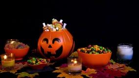 Doces no fundo animado do feriado de Dia das Bruxas da cubeta da abóbora filme