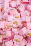 Doces orientais do loukoum com as porcas no fundo para a etiqueta imagens de stock