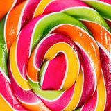 Doces redondos brilhantes doces do arco-íris Fundo Macro quadrado Foto de Stock