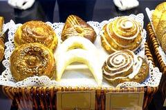 Doces sortidos dos croissant dos bolos da sobremesa Fotografia de Stock Royalty Free