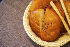 Doces sortidos dos croissant dos bolos da sobremesa Fotos de Stock