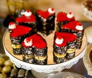 doces sortidos na tabela do partido Imagens de Stock Royalty Free