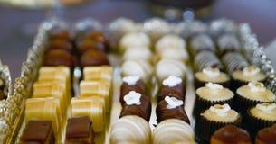 doces sortidos na tabela do partido Fotos de Stock Royalty Free