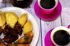 Doces turcos orientais baklava e xícara de café Fotos de Stock Royalty Free