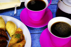 Doces turcos orientais baklava e xícara de café Imagens de Stock Royalty Free