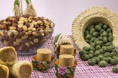 Doces variados do amendoim, brasileiro típico Peça tradicional de Junina Fotos de Stock