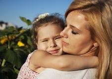 Dochter en mamma Stock Afbeeldingen