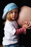 Dochter en zwangere moeder royalty-vrije stock afbeeldingen