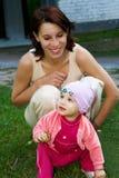 Dochter met haar mamma Stock Foto's