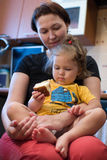 Dochter met mamma Stock Fotografie