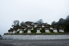 Dochula通行证108 Chortens,不丹 免版税库存照片