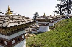 Dochula passerande, Punakha, Bhutan Royaltyfri Bild