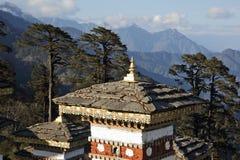 Dochula passerar på vägen från Thimpu till Punakha Royaltyfria Bilder