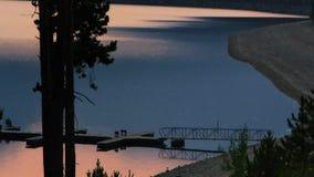 Dock à un lac dans Rocky Mountains clips vidéos