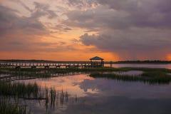 Dock au coucher du soleil, Beaufort Photos stock