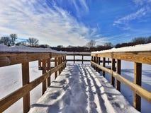 Dock auf einem gefrorenen See stockbilder