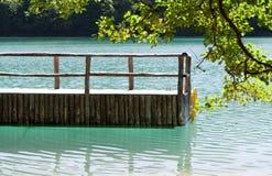 Dock auf einem See von Plitvice stockbild
