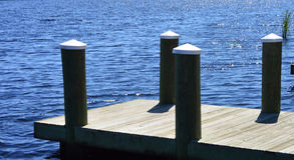 Dock auf See Lizenzfreie Stockbilder