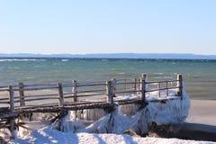 Dock congelé en hiver Images libres de droits