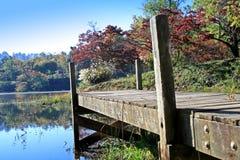 dock d'automne en bois Photos libres de droits
