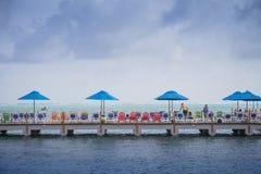 Dock d'hôtel d'aquarium de Decameron et vue de la mer Photo stock