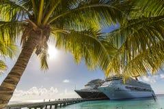 Dock de bateau de croisière Images stock
