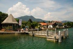Dock de bateau sur le lac Tegernsee Photographie stock