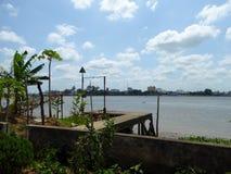 Dock de ciment sur Co Chien River Vietnam Photographie stock libre de droits