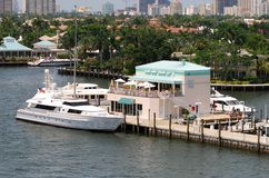 Dock de luxe de bateau Image stock