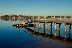 Dock de maison de lac photo stock