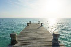 Dock de mer et lumière de matin Image libre de droits