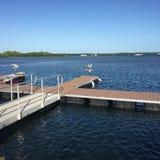 Dock, eau, et ciel Photographie stock