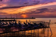 Dock empilé pour le bain de soleil et la natation Photos libres de droits