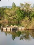 Dock et réflexions de Boise Cascade Lake Image stock