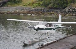 dock förtöjd seaplane Royaltyfri Fotografi