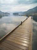 Dock im Fjord Stockfotografie