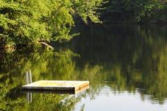 Dock im See Stockbild