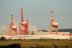 Dock-Kräne lizenzfreie stockfotografie