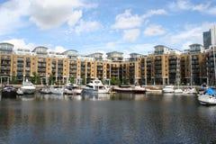 Dock Londres de rue Katharines Image libre de droits