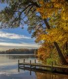 Dock par le lac image libre de droits