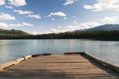 Dock sur le lac dans Alberta Image libre de droits