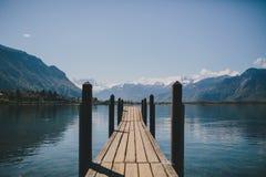 Dock sur un lac suisse Images libres de droits