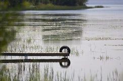 Dock-und Gummireifen-Reflektieren Lizenzfreies Stockfoto