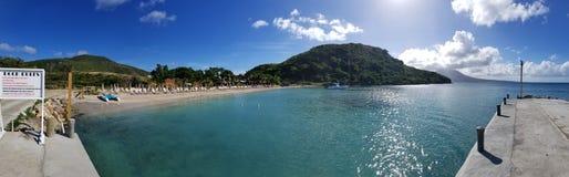 Dock- und Reggaestrand in St. Kitts lizenzfreie stockfotos