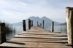 Dock und Vulkane stockbilder