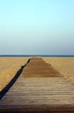 Dock zum auf den Strand zu setzen Stockfotos