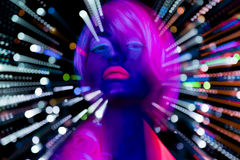 Docka för cyber för uv disko för neon för glöd sexigt kvinnlig Royaltyfri Bild