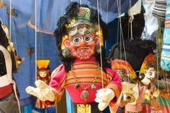 Docka som är till salu på en gatamarknad Katmandu, Nepal Arkivfoto